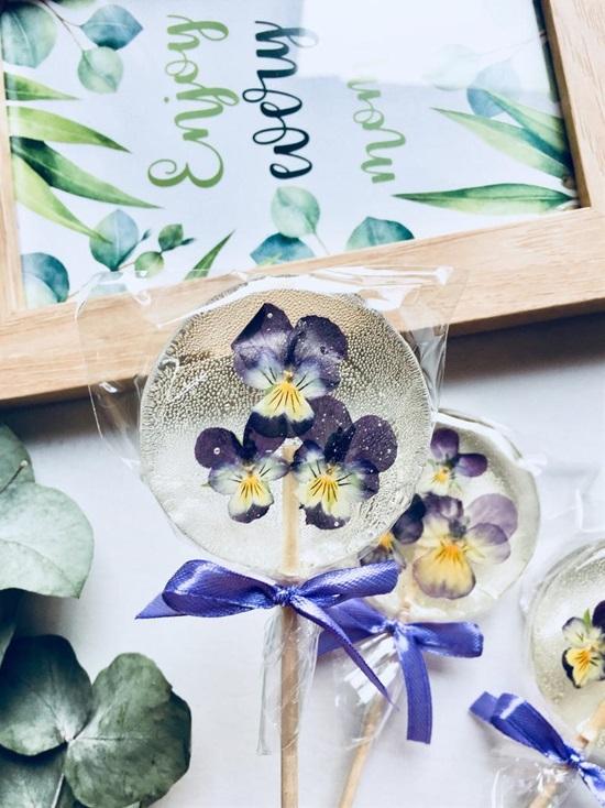Sweet Treats   15 Fabulous Edible Wedding Favor Ideas